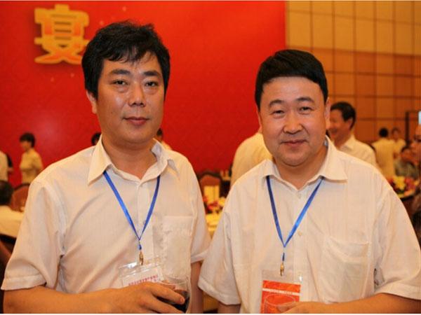 中国福建省常委、秘书长梁建勇(右)与蒋金星董事长合影