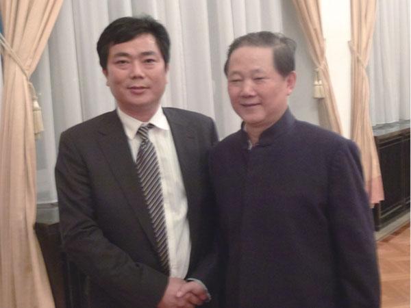 中国驻波兰大使孙玉玺(右)接见蒋金星董事长合影